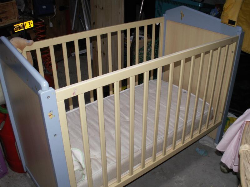 lit b b barreaux. Black Bedroom Furniture Sets. Home Design Ideas