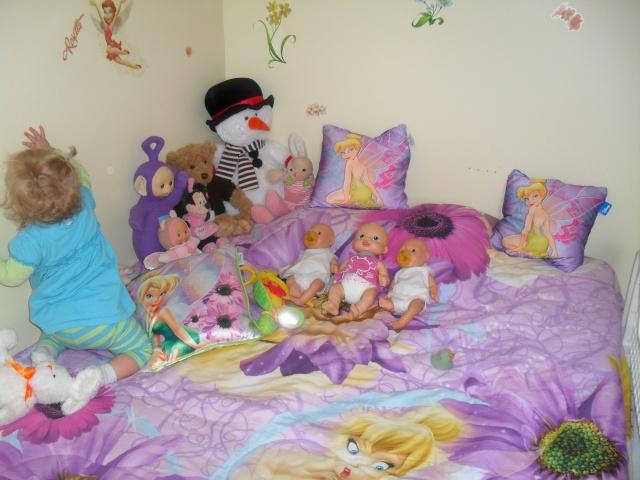 lorie dans sa chambre de grande fille. Black Bedroom Furniture Sets. Home Design Ideas