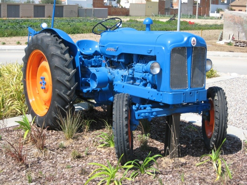 ford super major tractor with T58 Ebro Diesel El Primer Tractor De Ebro on Watch additionally 4873 besides Stuurbekrachtigingsset Danfos Type Detail furthermore Watch as well Fordson Power Major And Conversions.