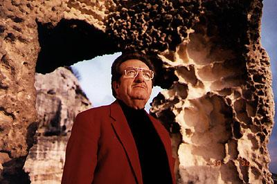 Jimmy Guieu ( né le 19 mars 1926 et décédé le 2 janvier 2000.)