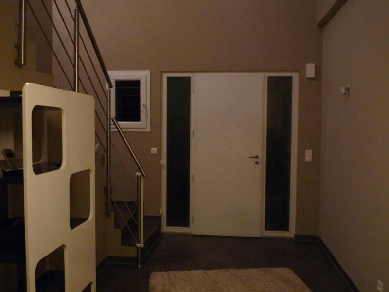 Aide pour deco entr e maison et mont e d 39 escalier for Deco entree escalier