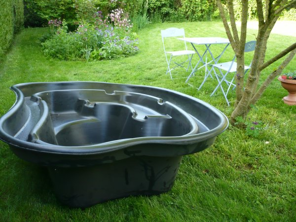bassin de jardin preforme 750 litres. Black Bedroom Furniture Sets. Home Design Ideas