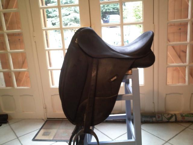 besoin avis sur une autre selle de dressage. Black Bedroom Furniture Sets. Home Design Ideas