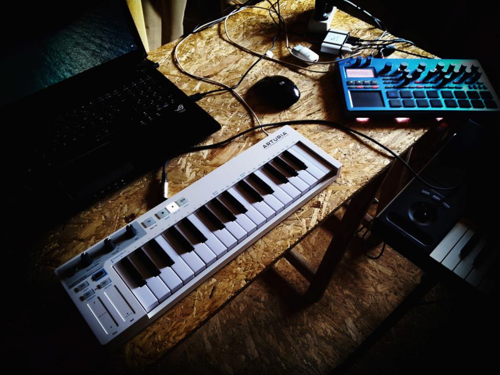 Ajouté par La Boite Noire du MusicienVoici linterface mobile MIDI + audio : KORG plugKEY, vous permettant de jouer sur votre.